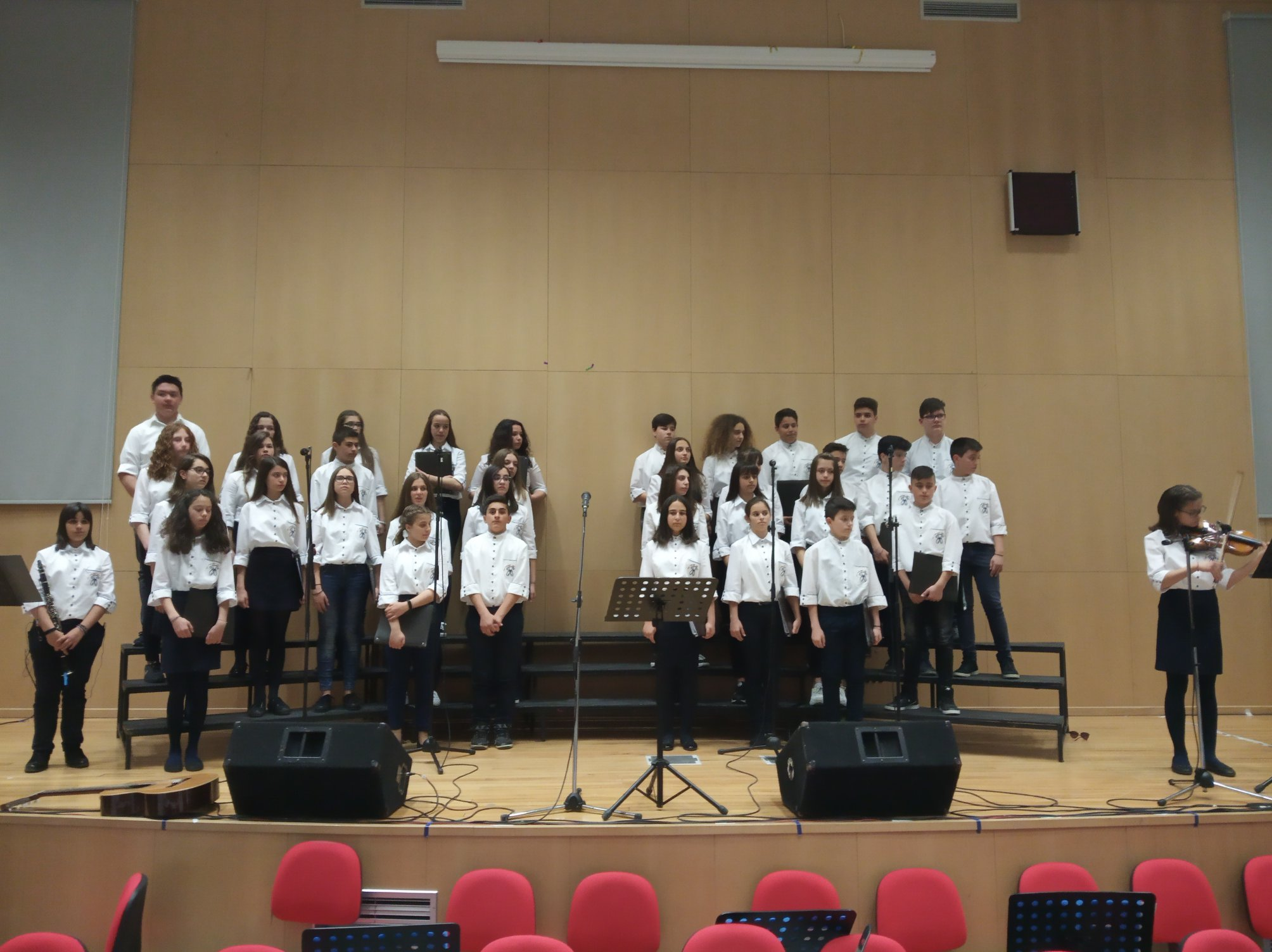 f86f0212eb5 Μια εξαιρετική μουσική εκδήλωση πραγματοποιήθηκε απόψε στο αμφιθέατρο του  ΤΕΙ Καστοριάς. Δύο Μουσικά Σχολεία, της Καστοριάς και της Πάτρας, και δύο  χορωδίες ...